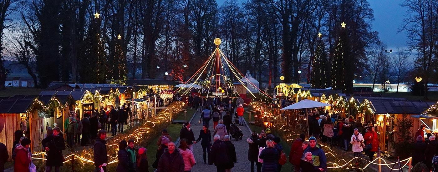 Romantischer Weihnachtsmarkt.Romantischer Weihnachtsmarkt Schloss Tüßling
